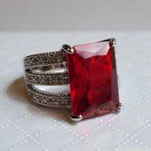 Swarovski Elements Red Garnet Ring NEW